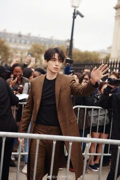 "Lee Dong Wook Stole The Show At Paris Fashion Week While Giving Off ""Goblin"" Vibes — Koreaboo Asian Actors, Korean Actors, Lee Dong Wook Wallpaper, Lee Dong Wook Goblin, Lee Dong Wok, Goblin Korean Drama, Song Joong, Choi Jin, Park Bo Gum"