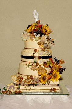 beautiful! minus cake topper.....big believer in NOT having a cake topper! ruins the whole cake (a piece of art!)