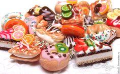 """Купить Браслет """"Нежные десерты"""" полимерная глина - шоколадный, браслет, браслет с подвесками, браслет с тортиками"""