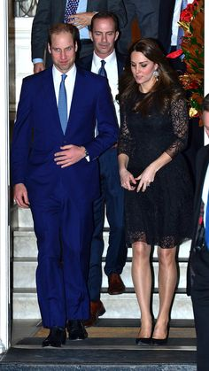 Duchess Kate's black lace dress for private dinner via @stylelist   http://aol.it/1yHK1Zh