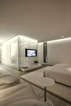 Decoration Spacious S House Master Bedroom Design Ideas With White Foamy Rug Placed Under A Gorgeous Bed Frame With Mattress Elegant S House Interior Decoration by Tanju Özelgin - KumBare Decoration Home Inspiration Master Bedroom Bathroom, Master Bedroom Design, Home Bedroom, Bedroom Decor, Bedrooms, Bedroom With Tv, Bedroom Ideas, Clean Bedroom, Small Bathroom