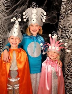 Take a walk on the supernatural side this Halloween with a DIY alien costume that'll definitely turn heads. Whether you're dressing as the green alien from Toy Story, or want a more intergalactic getup, we have tons of alien Halloween costume ideas here. Space Costumes, Up Costumes, Allien Costume, Costume Ideas, Alien Halloween Costume, Halloween Fun, Alien Fancy Dress, Alien Hat, School Costume