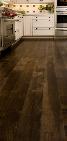 These wood floors are gorgeous! I would loves some like this in my home someday.