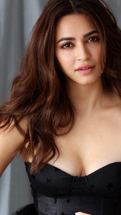 How is my cleavage - Kriti kharbanda - Indian Bollywood Actress, Indian Actress Hot Pics, Bollywood Girls, Most Beautiful Indian Actress, Beautiful Actresses, Indian Actresses, Kriti Kharbanda, Beautiful Girl Image, Indian Celebrities