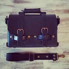 #Annoni #AnnoniBags #LeatherBag #Leather #Bags #BuenosAires #Argentina #TomBlack Preparado para vivir mil años, ayer entregamos nuestro primer Tomblack en cuero negro de 5mm.