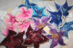 flower brooches - handfelted