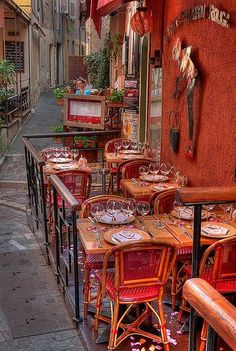 Le petit chaperon rouge, Cannes, France   #travel