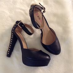 Black Pumps Used fair condition. Flaws more than one cuffs. If you have any questions please asked. Thank you Shoes Heels