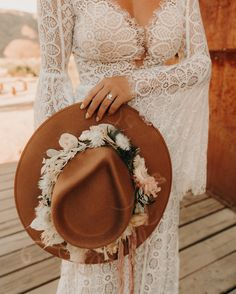The most perfect desert elopement in Joshua tree at Folly. How amazing is this bridal hat with florals on it? Wedding Hats, Boho Wedding Dress, Wedding Dresses, Rustic Boho Wedding, Paris Wedding, Wedding Veils, Perfect Wedding, Dream Wedding, Joshua Tree Wedding