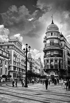 La magia de la Avenida de la Constitución, en pleno centro de Sevilla.