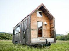 Je zou het misschien niet zeggen maar dit verplaatsbare huisje heeft slechts een woonoppervlakte van iets meer dan 18 vierkante meter. Bouwer Aaron Maret bouwde de Pocket Shelter zelf met de hand en deed daar maar liefst vijf jaar over.