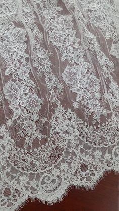 Tissu en dentelle Ivoire avec cordon, dentelle ancienne, dentelle de Chantilly, de mariée dentelle, dentelle mariage, dentelle blanche, dentelle voile, dentelle festonnée florale Lingerie