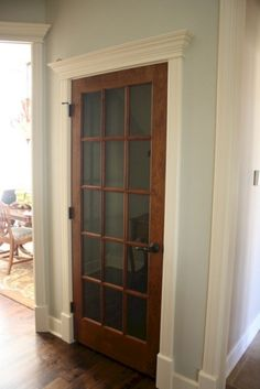 White Door Stained Trim (White Door Stained Trim) design ideas and photos Basement basement doors Painted Interior Doors, Interior Trim, Interior Door With Window, Door Design Interior, Interior Shop, Craftsman Style Front Doors, Craftsman Trim, Stained Wood Trim, White Baseboards