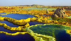 Discover the unearthy landscape of the Dallol volcano, the hottest inhabitated place on earth, the death valley of Africa in a remote desert in Ethiopia Wyoming, Places Around The World, Around The Worlds, Wonderful Places, Beautiful Places, Amazing Places, Monte Roraima, Imagen Natural, Dame Nature