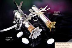 Vetro con tappo sughero - FIALETTE FIORE E FARFALLA -  Linea di bomboniere composta da fialette realizzate in vetro con tappo sughero e applicati un fiore in porcellana bianco e una farfalla dorata. Articoli creati appositamente per ogni tipo di ricorrenza.  Read more: http://mercantedisognivoghera.blogspot.com/2014_11_25_archive.html#ixzz3LzXoNhBD