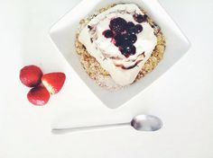 Blueberries yogurt oats Blueberries, Yogurt, Panna Cotta, Ethnic Recipes, Instagram, Food, Berry, Dulce De Leche, Blueberry