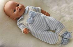 pyjama rayé bleu avec joli nœud.