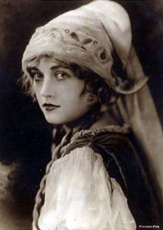 Marion Davies, 1920's  now I know what the fuss was about..she's so pretty!