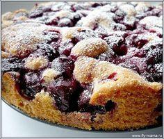 Вишневый пирог за 10 минут 1 кг вишни, 100 г сливочного масла, 120 г сахара, пакет ванильного сахара, 2 яйца, 130 г муки, 1 ч.л. разрыхлителя.