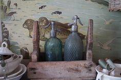 Old schoolboard and sodabottles ~ SEES Brocante