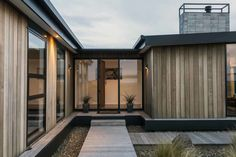 Timber - 338 Worsleys by Young Architects (via Lunchbox Architect) Cedar Cladding, House Cladding, Exterior Cladding, Facade House, Wooden Cladding, Timber Deck, Timber House, Box Houses, Mid Century Modern Design