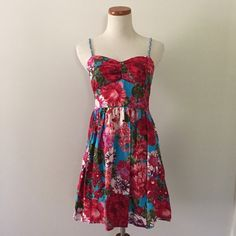 Sale Floral summer spring dress w/ pockets Adorable Spring summer dress with floral detailing and pockets from Target! Braided adjustable spaghetti straps and sweetheart neckline. Xhilaration Dresses Mini