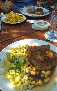 Zwiebelrostbraten mit Spätzle im Augustiner Bräustuben in München . Lust Restaurants zu testen und Bewirtungskosten zurück erstatten lassen? https://www.testando.de/so-funktionierts