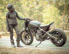 Ducati Scrambler Custom Cafe Racer Cafe Racer Girl, Custom Cafe Racer, Dirt Bikes, Road Bikes, Ducati Scrambler Custom, Biker Accessories, Ride 2, Café Racers, Street Bikes