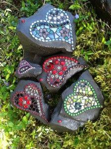 MGR-35 Mosaic Garden Art, Glass Garden Art, Mosaic Diy, Mosaic Crafts, Mosaic Projects, Mosaic Tiles, Garden Stones, Mosaic Rocks, Rock Painting Patterns