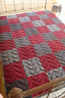 QUILT BARN: Father's Day Snuggle Up Quilt Tutorial - Masculine Quilt Pattern // Love the large zig zag machine quilting Patchwork Quilting, Quilt Stitching, Longarm Quilting, Free Motion Quilting, Modern Quilting, Man Quilt, Boy Quilts, Flannel Quilts, Machine Quilting Designs