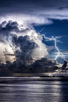Divine light 2 - One more from the series of thunderstorm photos over the coast of Dubrovnik. Photography by Edin Dzeko All Nature, Science And Nature, Amazing Nature, Beautiful Sky, Beautiful World, Cool Pictures, Cool Photos, Beautiful Pictures, Fuerza Natural