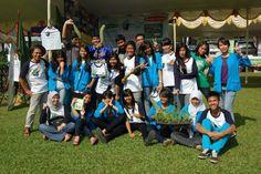 @DpkBerkebun di Depok Community Festval 2012 didukung siswa-siswi SMK Prisma sbg sekolah berkebun