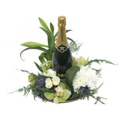 Wilt u een chique cadeau geven dan is dit bloemstuk de perfecte gift! De champagne heeft een sterk karakter, een intens aroma en een klein zoetje.