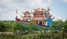 En güzel dekorasyon paylaşımları için Kadinika.com #kadinika #dekorasyon #decoration #woman #women Traditional temple in Hoi An Vietnam