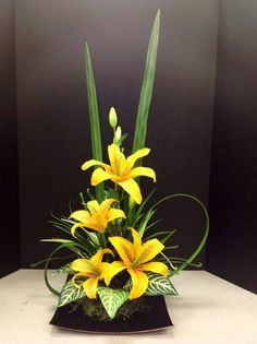 Discover thousands of images about Ikebana Easter Flower Arrangements, Creative Flower Arrangements, Modern Floral Arrangements, Ikebana Flower Arrangement, Ikebana Arrangements, Beautiful Flower Arrangements, Flower Centerpieces, Flower Decorations, Beautiful Flowers