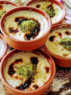 Damla Sakızlı Fırın Sütlaç - Nefis Yemek Tarifleri - Mukadder Can #damlasakızlıfırınsütlaç #sütlütatlılar #nefisyemektarifleri #yemektarifleri #tarifsunum #lezzetlitarifler #lezzet #sunum #sunumönemlidir #tarif #yemek #food #yummy Hummus, Food And Drink, Pudding, Ethnic Recipes, Desserts, Noodle, Kitchen, Food Cakes, Recipe