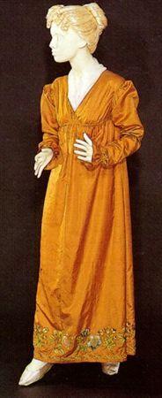 Dress, 1800-1810, Museu Nacional do Traje e da Moda.    Gorgeous fabric!  Pity it's so poorly presented.