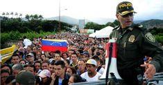 En un vídeo se observa cómo los #Venezolanos huyen del #Hambre en #Venezuela cruzan en masa la #Frontera con #Colombia ||| Más detalles en el #Twitter ||| (*) @CESCURAINA/Prensa en Castellano en Twitter