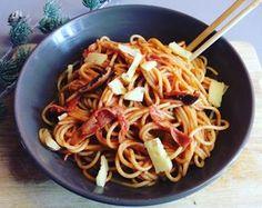 Pâtes aux saveurs d'Asie et d'Italie  - Tomate, Ail, huile d'olive  - Shitaké, Poivre de Sichuan  - Tomme de Savoie