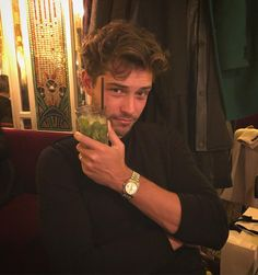Francisco Lachowski Wiki: Inside The Life Of The Brazilian Model - klara Francisco Lachowski Instagram, London England, Chico Lachowski, Teen Friends, Brazilian Models, Comme Des Garcons, Male Face, Tumblr Girls, The Life