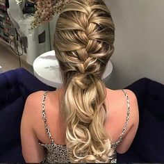 LOVE this long hairstyle! Pretty Hairstyles, Braided Hairstyles, Wedding Hairstyles, Peinado Updo, Curly Hair Styles, Natural Hair Styles, How To Make Hair, Bridesmaid Hair, Hair Dos