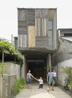 New House Facade Modern Patio Ideas Modern Tropical House, Modern Patio, Tropical Houses, Facade Design, House Design, Exterior Design, Indonesian House, Tropical Windows, Modern Windows