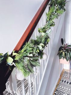 Five steps to simple but beautiful contemporary Christmas garlands, pimped with fresh pine, eucalyptus and baubles. Christmas Garland On Stairs, Christmas Decorations, Pine Garland, Woodland, Fresh, Eye, Contemporary, Heart, Simple