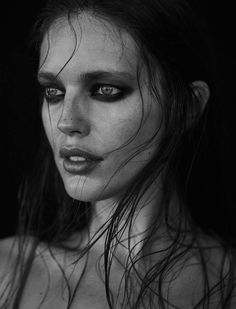 Emily DiDonato pose in wet hair look for Narcisse Magazine Spring-Summer 2017 Emily Didonato, Black Lipstick Look, Beauty Photography, Portrait Photography, Mujeres Tattoo, Foto Fashion, Woman Fashion, Best Beauty Tips, Black And White Portraits