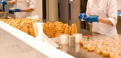 Φωτογραφία από τα εργαστήριά μας. Φτιάχνοντας τα πιο φρέσκα γλυκά της πόλης! www.konstandinidis.com