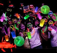 Offrez-vous de la couleur fluo pour toutes vos soirées estivales ! :) 👉http://www.braceletphosphorescentfluo.com/accessoires-phos…/ 🍾🎤🎂🍿☀ #été #fête #accessoiresphosphorescents #fluo