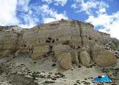 Caves on the way to Lo-Manthang #Mustang