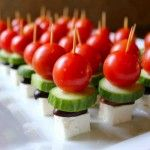 Bite Sized Greek Salad: These individual Greek salads are the perfect party pickup food and per usual my kid liked being able to do the skewering! (Anything on a stick is a hit!) appetizers-hors-d-oeuvres-snacks Wedding Appetizers, Appetizers For Party, Appetizer Recipes, Greek Appetizers, Veggie Appetizers, Appetizer Ideas, Yummy Appetizers, Wedding Snacks, Drink Recipes