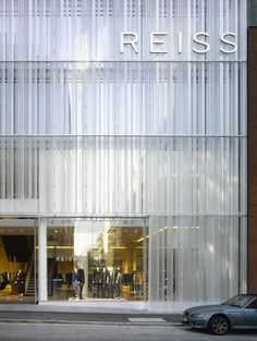 Stunning Glass Facade Building and Architecture Concept 26 - architektur Retail Architecture, Concept Architecture, Contemporary Architecture, Architecture Details, Installation Architecture, Building Skin, Building Facade, Building Exterior, Fritted Glass