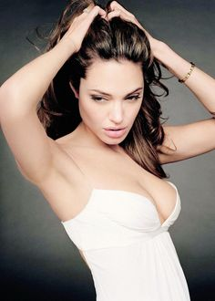 Jolie - http://sip.denik.cz/galerie/naha-angelina-jolie.html?photo=4&back=3195013331-4238-56?utm_source=bt&utm_medium=unknown&utm_campaign=molinda&utm_content=galerie